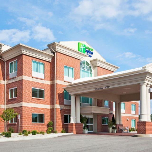 Holiday Inn Express and Suites Cincinnati SE Newport