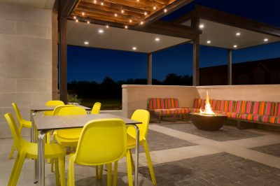 Outdoor-Lounge-with-Fire-Pit